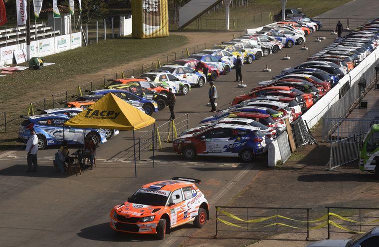 Los autos quedaron ayer en Parque Cerrado  a la espera de la prueba especial de clasificación que será hoy a las 10:00, en el autódromo Rubén Dumot de Capiatá.