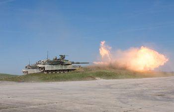Un tanque Abrams M1A2T.
