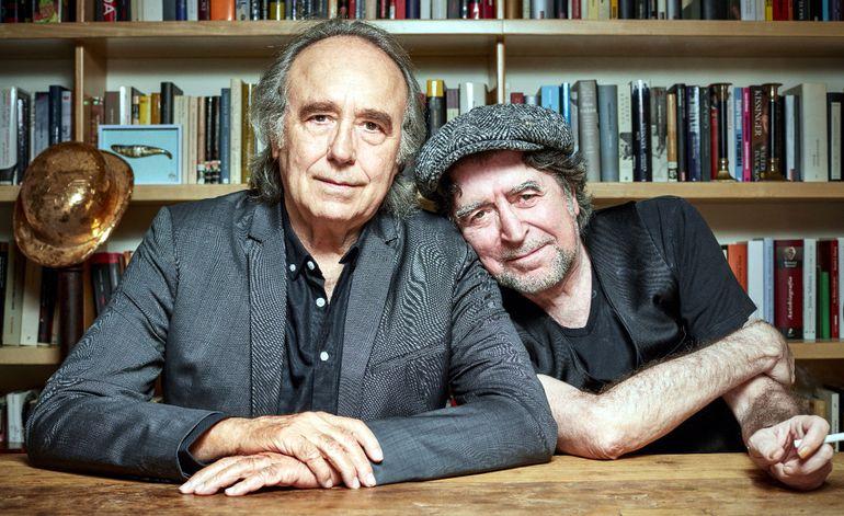 Los cantautores españoles Joan Manuel Serrat y Joaquín Sabina expresan la gran amistad que los une en el espectáculo que están presentando este mes.