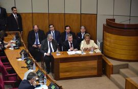 El presidente del TSJE Jaime Bestard junto a los ministros Alberto Ramírez Zambonini y Maria Elena Wapenka.