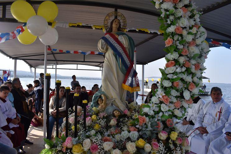 Los pobladores de la ciudad veraniega de San Bernardino festejan hoy la Asunción de la Virgen María a los cielos.
