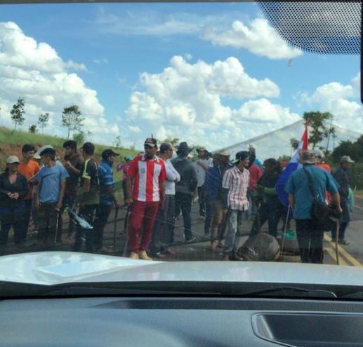 Sintierras e indígenas cerraron la ruta PY03 en Naranjito.