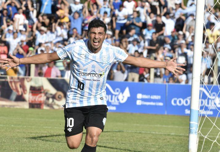 """Carlos Agustín  """"Lito"""" Duarte Martínez (37 años), nacido en Mauricio José Troche es ídolo en  Guaireña FC."""