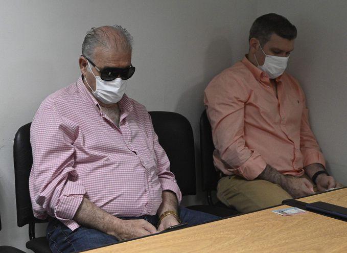 Ramón González Daher y su hijo Fernando González Karjallo, en la sala de juicios orales.