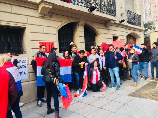 Ciudadanos paraguayos en Buenos Aires se manifestaban este jueves.