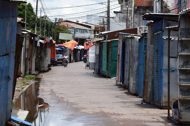 Negocios cerrados por la pandemia de coronavirus en Nanawa, en la frontera de Paraguay con Argentina (Imagen referencial).
