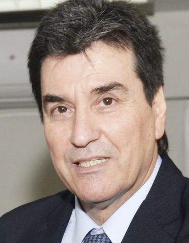 Gustavo Santander, del Tribunal de Apelación, que estudia con sus colegas la sugestiva resolución de la magistrada Narváez.