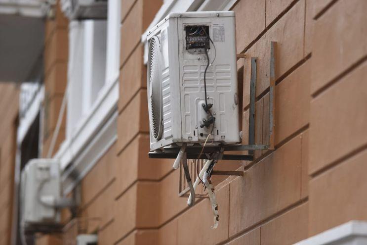 Colegio Asunción Escalada volvió a ser víctima de robos. Se llevaron las conexiones de un aire acondicionado.