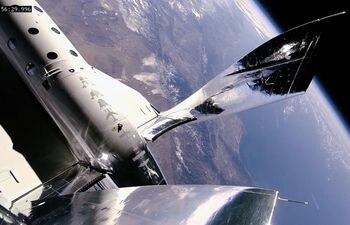 La empresa ya ha fabricado el primer vehículo para llevar a civiles al espacio y cuenta con una licencia de la Agencia Espacial estadounidense para lanzamientos de naves espaciales comerciales desde el Spaceport America.