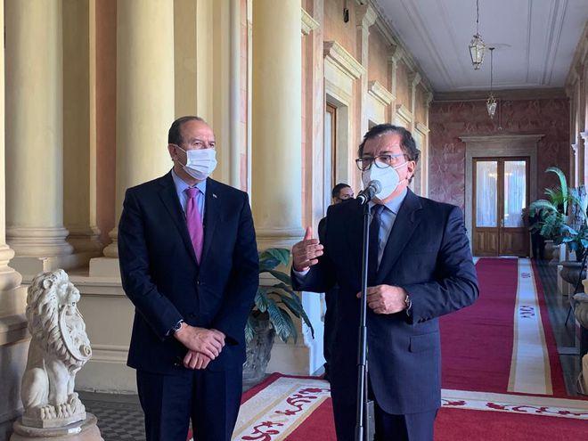 Los directores de Itaipú y Yacyretá se presentaron juntos a la conferencia de prensa a argumentar por qué no pueden destinar la totalidad de los fondos sociales a medicamentos.