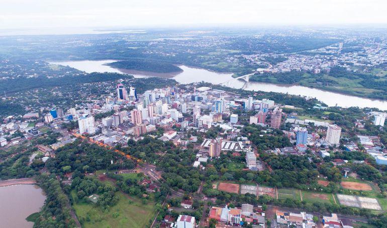 Vista área de la frontera entre Ciudad del Este y Foz de Yguazú (Brasil).
