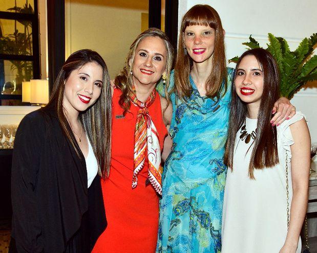 Tatiana Pereira, Melissa Stimson, Liliana Nolan y María José Salinas.