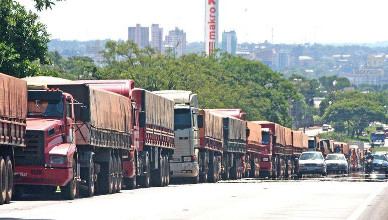 La mala cosecha, precios deprimidos y la bajante de los ríos han sido factores que han alterado   las exportaciones en el país.