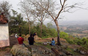 La vista en la cima del Kurusu Cerro es un relax para el alma luego del esfuerzo de 3 kilómetros de sendero.