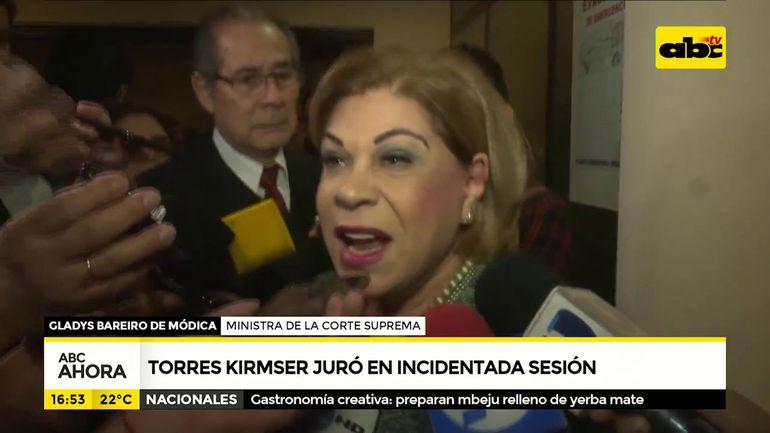 Torres Kirmser juró en incidentada sesión