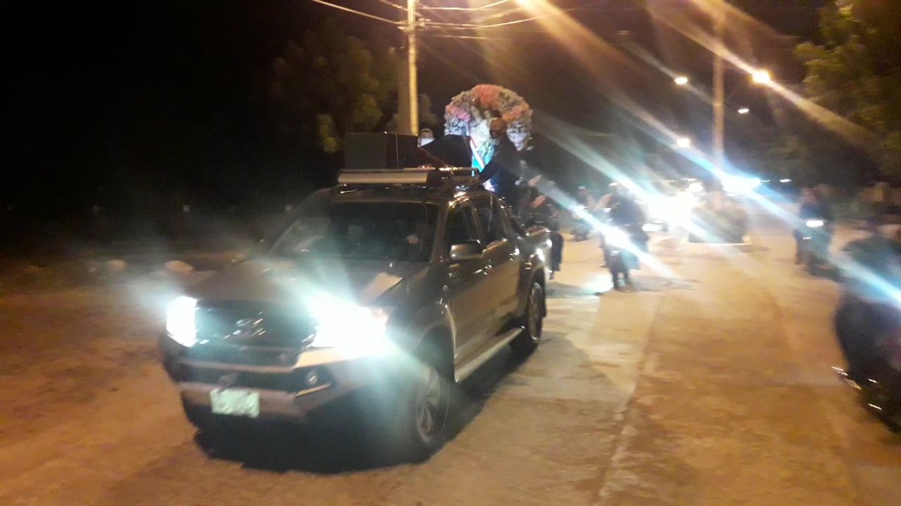 Este año, la celebración se realizó en la víspera con una multitudinaria caravana de vehículos de todo tipo.