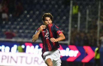 Nelson Haedo Valdez celebrando el gol que le hizo a Luqueño en el última partido en la Nueva Olla.