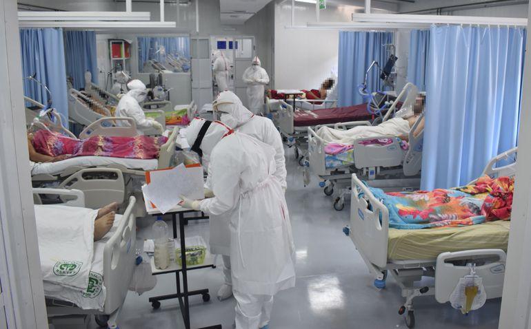 Así como aumentan las notificaciones de dengue, siguen en alza la cifra de pacientes internados por coronavirus en todo el país.