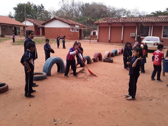 Los niños y jóvenes se encargaron de limpiar su comunidad.