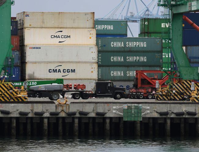 Imagen de archivo de contenedores procedentes de China, en el puerto de Long Beach, California, en Estados Unidos.