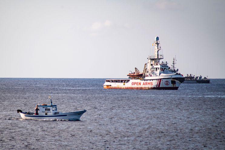 "El barco ""Open Arms"", cerca de la costa de Lampedusa, Italia."