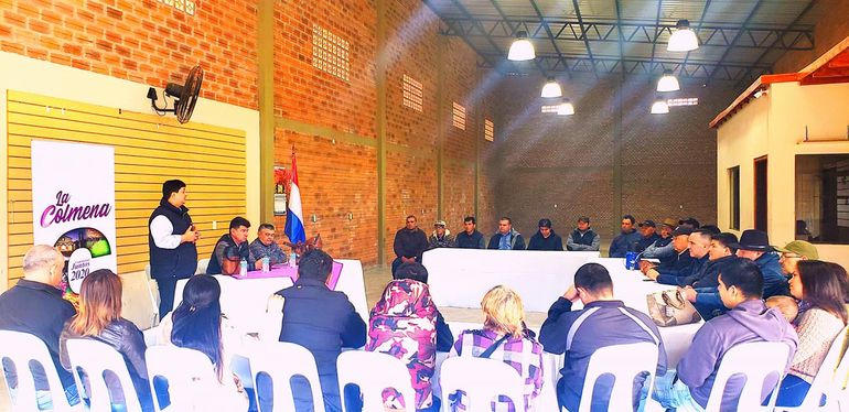 Efraín se reunió con dirigentes liberales de Paraguarí.