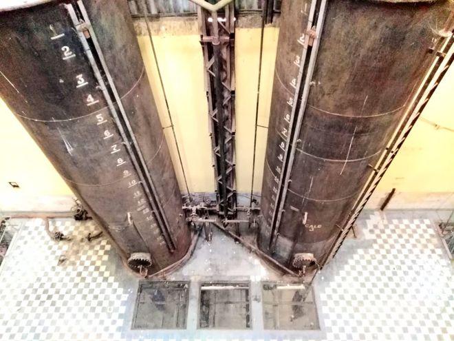 Tanques de fueloil ubicados cercas de las calderas preparadas netamente para funcionar con este material.