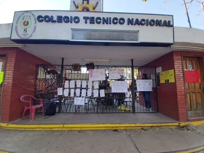 Toma de Colegio Técnico Nacional por alumnos que piden el juicio político.