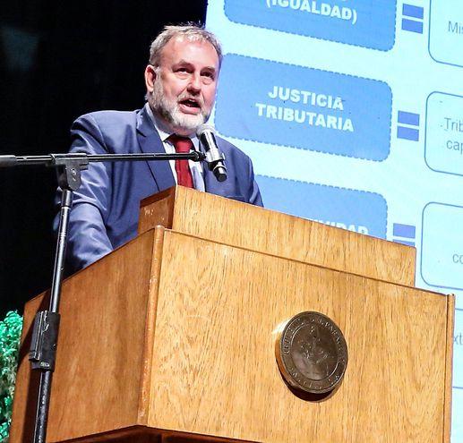 Benigno López, ministro de Hacienda, aseguró que el próximo año el saldo rojo se alineará al tope de 1,5% de la ley fiscal.