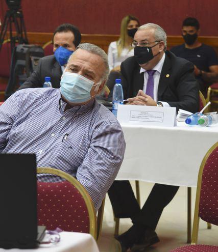 Los exsenadores Óscar González Daher (ANR) y Jorge Oviedo Matto (Unace), sentados en el banquillo de los acusados, en el juicio oral por el caso audios filtrados.