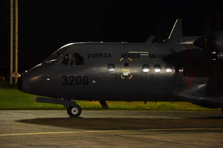 Avión de la Fuerza Aérea Mexicana, que llegó con 150.000 dosis donadas para Paraguay.
