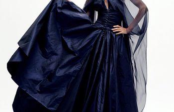 La alta costura sigue vigente y lucha por el protagonismo. Chanel la puso en la vidriera virtual con una colección llena de aire fresco y glamour.