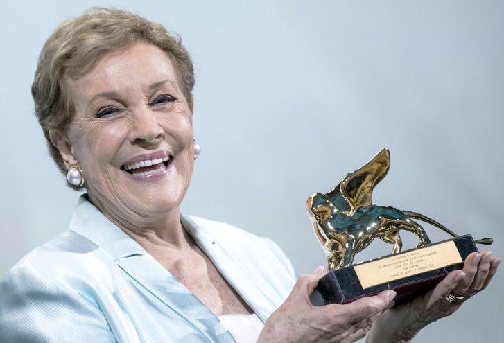 En la edición del año pasado, la renombrada actriz Julie Andrews recibió un León de Oro Honorífico, por su trayectoria.