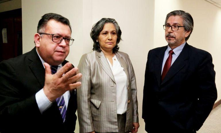Aniceto Amarilla, Miryan Meza e Isidro González, miembros de la Cámara de Apelaciones de Ciudad del Este, enjuiciados.