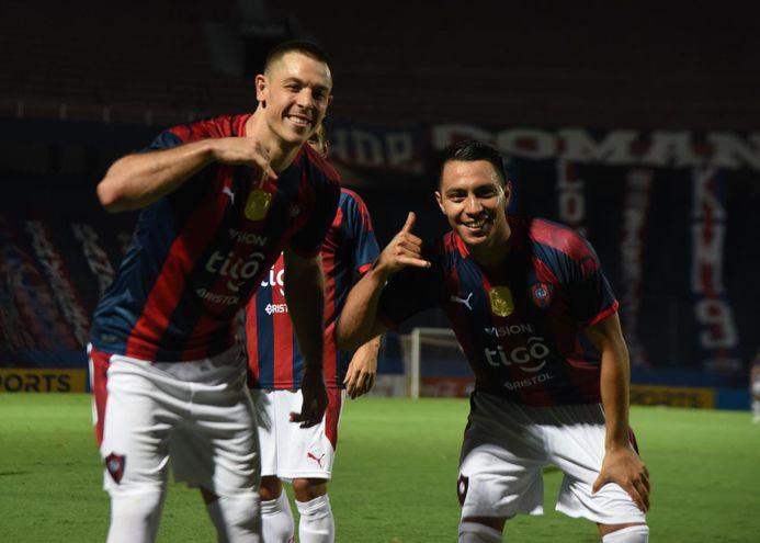 Festejo característica de Churín y Cardozo Lucena tras el gol del argentino.
