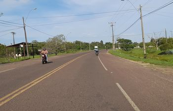 Una importante cantidad de motociclistas circulan de manera irregular en Ayolas.