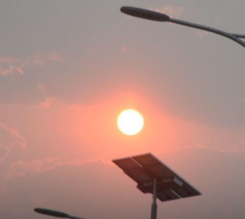 sol rojo, atardecer, ocaso, contaminación, panel solar, energía solar