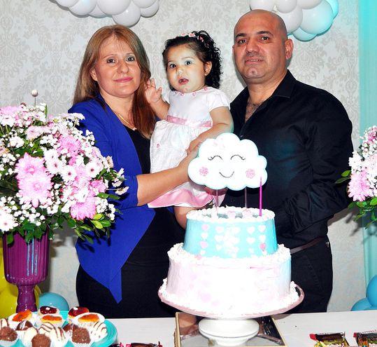 Amelia Nicole González Valdez  celebró su primer año,  en compañía de sus padres, Ing. David González y la Abog. Bellkys Valdez, en Malia Eventos, en San Juan Bautista Misiones.