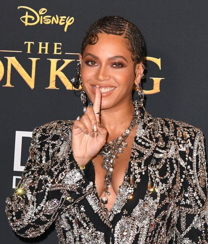 """La cantante norteamericana Beyonce llega a la premiere mundial del filme de disney """"The Lion King"""", en el Teatro Dolby de Los Ángeles."""