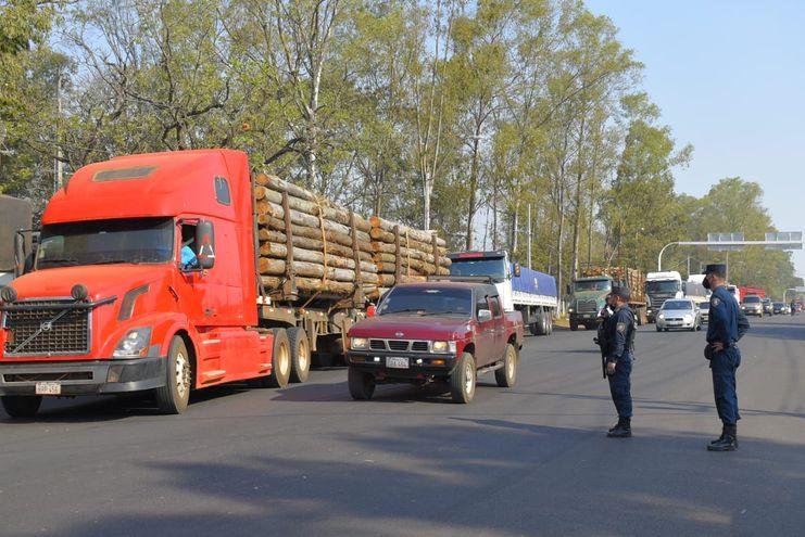 Camiones que estaban bloqueando la ruta fueron retenidos por la Policía