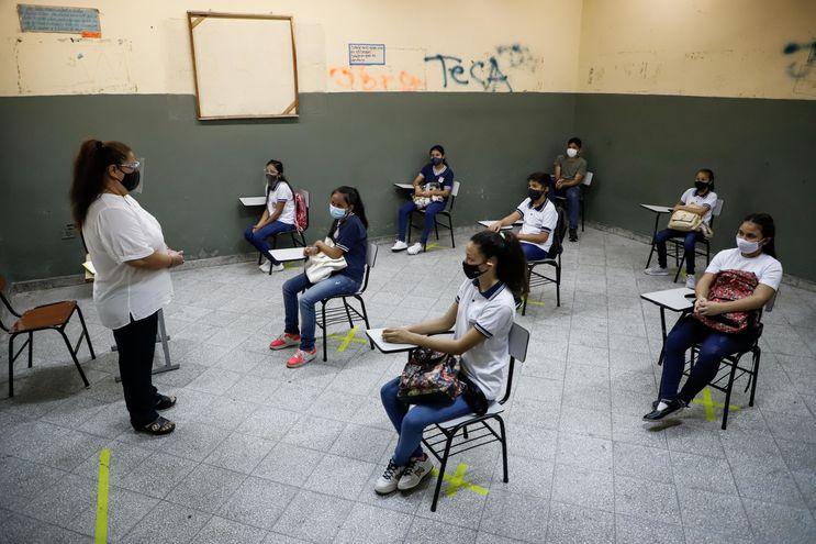 En las instituciones educativas públicas hay actualmente unos 23.000 estudiantes que migraron del sector privado, según el MEC.