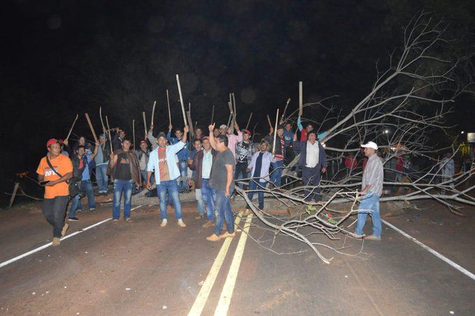 Manifestantes ruta PY08
