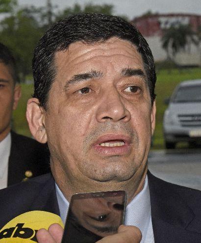 El vicepresidente Hugo Velázquez aspira a ser Presidente,  por lo que no le conviene que Abdo sea enjuiciado.