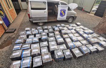 El vehículo transportaba un total de 1.979 kilos de marihuana prensada, listas para ser enviadas a los centros de consumo.