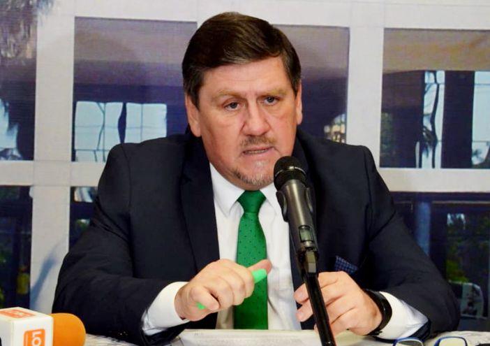 El presidente del Congreso, Blas Llano (PLRA), pidió un permiso especial al Ministerio de Salud para asistir.