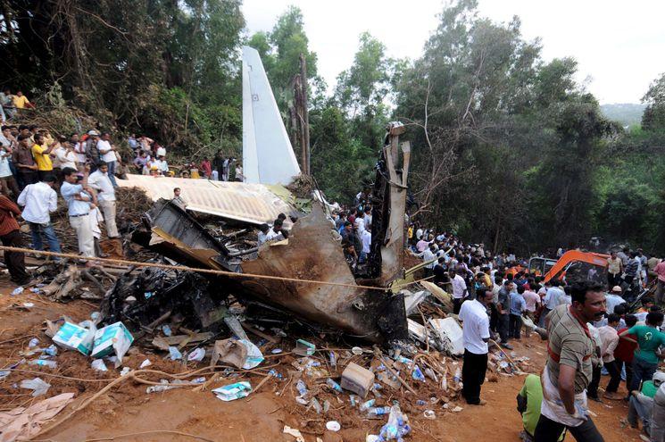 Accidente aéreo de mayo de 2010, en India, con 169 personas a bordo. Hoy, las autoridades aeroportuarias reportan otro grave accidente. (archivo)