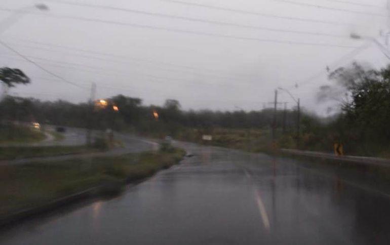 La Dirección de Meteorología anuncia que persistirían las lluvias acompañadas de actividad eléctrica.