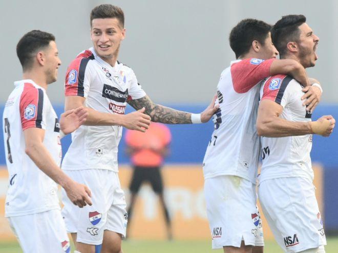 Nacional consiguió la victoria en el debut de Francisco Arce.