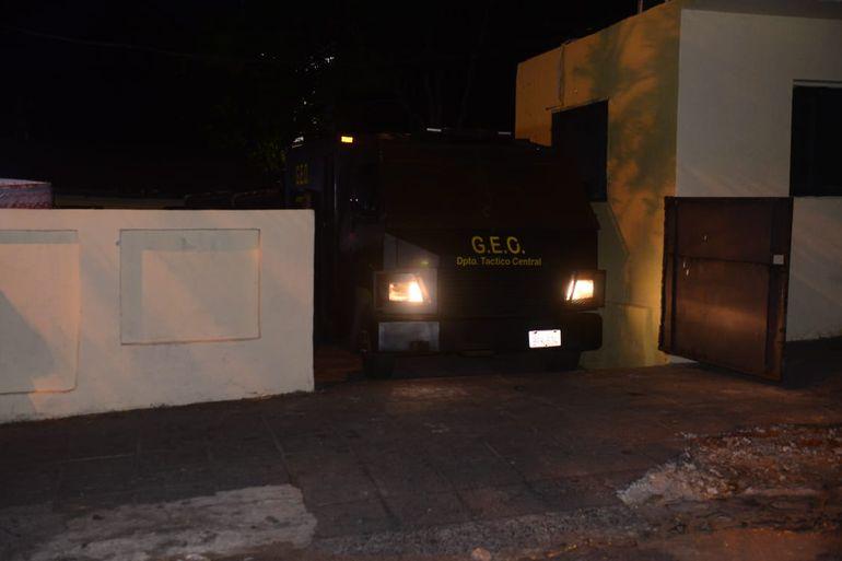 El Grupo Especial de Operaciones (GEO) resguardó la salida de los ediles de la Comisaría.