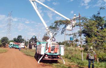 Funcionarios de ANDE desactivaron 120 conexiones irregulares.